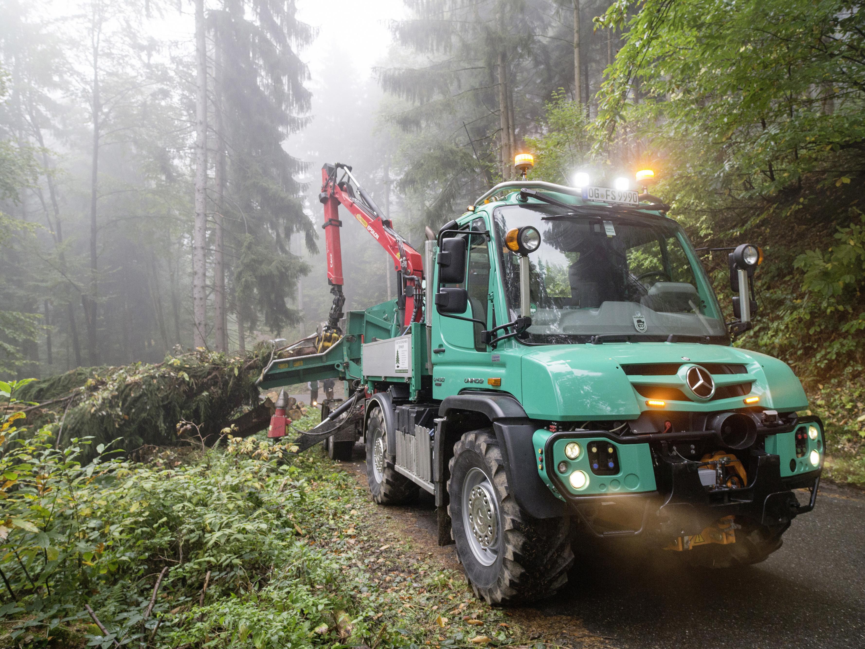 Mercedes-Benz demonstriert auf der Fachmesse für Forsttechnik in Roding Vielseitigkeit und Effizienz des Unimog Geräteträgers
